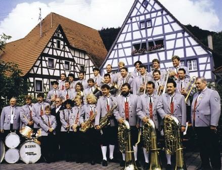 Musikverein Bieringen 1995 auf dem Dorfplatz