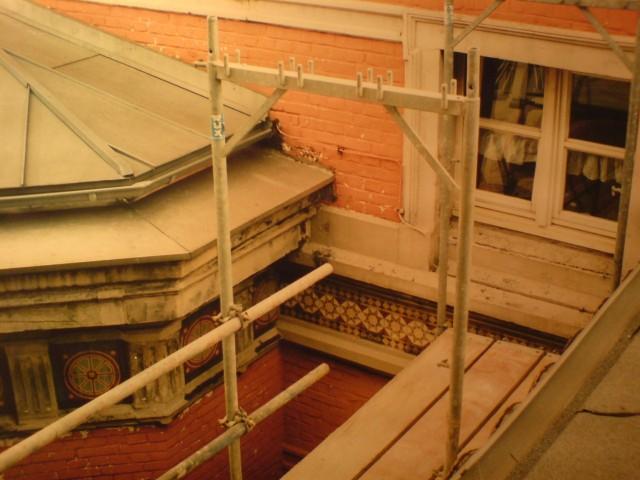 Erneuerung und Sanierung der historischen Stuckfassade über dem Seitenflügel beim Amtsgericht Duisburg (i.A. für Wohngebäude-versicherer).