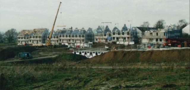 Siedlung in Wülfrath mit 50 EFH in Reihen- und DH- Form. Alle Häuser als System - Massivhäuser mit Unterkellerung. Auch hier wurden durch die Bauherrn in größerem Maße Eigenleistungen eingebracht. Baumaßnahme war im Auftrage eines Bauträgers einschließlic