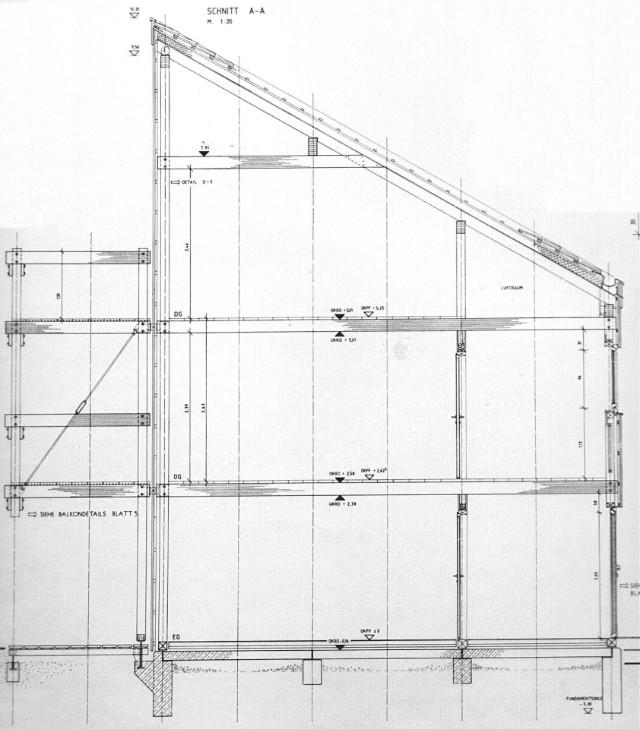 Konstruktionsschnitt durch vorst. Holzskeletthaus, Balkonanbau wurde für späteren Zeitpunkt zurückgestellt.