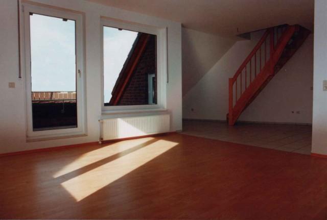 Detail aus einer optimierten DG-Wohnung für einen priv. Bauherrn, Wohnraum zusätzl. mit Loggia-erweiterung, nachträgl. Aufgang mittels System-Holztreppe in ausgebauten Spitzboden.