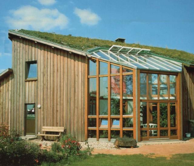 EFH in Holzskelettbauweise einschl. großzügig angelegtem  Wintergarten, teils Wärmerückgewinnung, mehrsch. Wandaufbau mit  Deckelschalung.