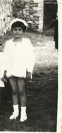 Doris vestida para acudir a la fiesta de San Roque