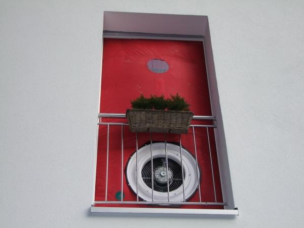 Blowerdoor Test durch Bauexperte für Stuttgart Pforzheim Ludwigsburg Böblingen Sindelfingen Göppingen Mannheim Karlsruhe Schwarzwald