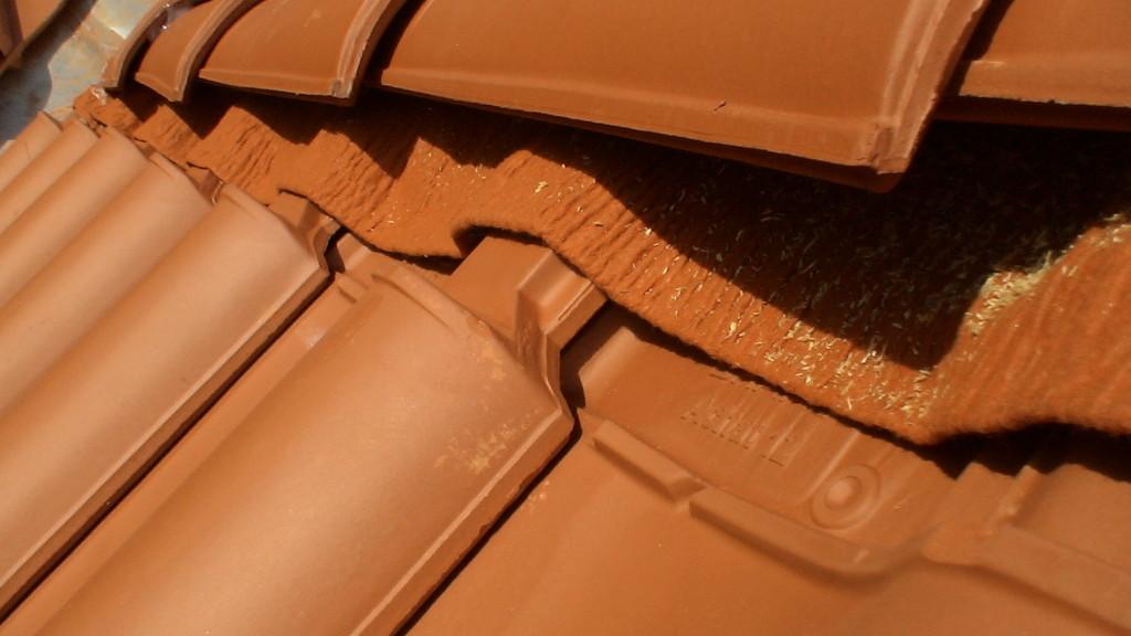 Dachdeckung schief - nicht ausgerichtetes Lattenmaß