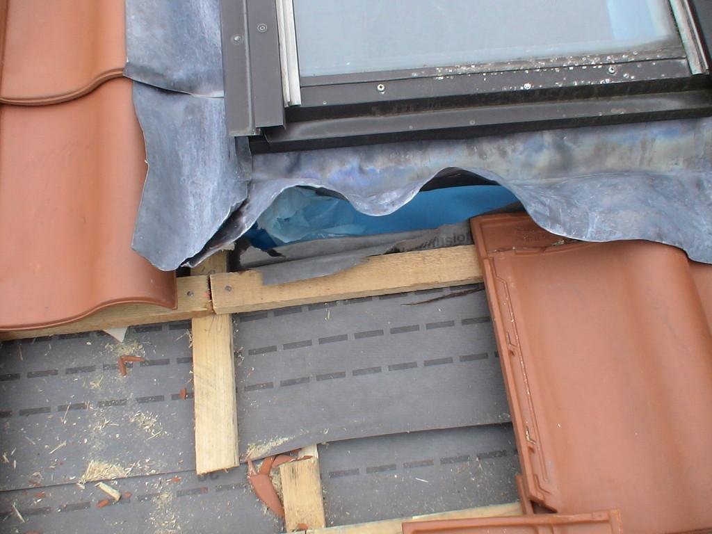 Mangelhafte Ausführung am Dachfenster / Walzblei