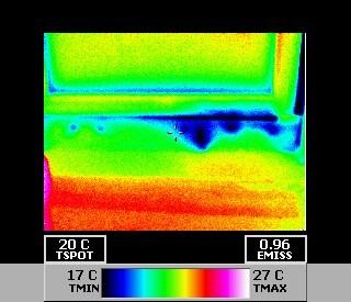 Darstellung von eindringender Feuchtigkeit, durch Thermografieaufnahme