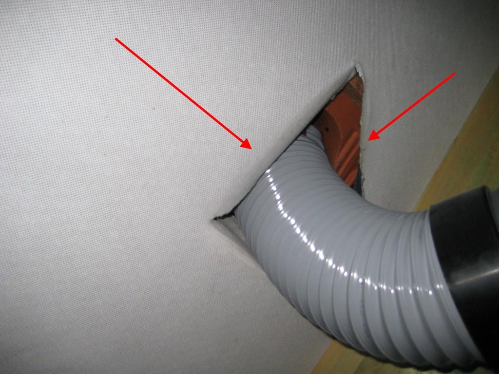 Nicht abgeklebte Rohrdurchführung der Unterspannbahn