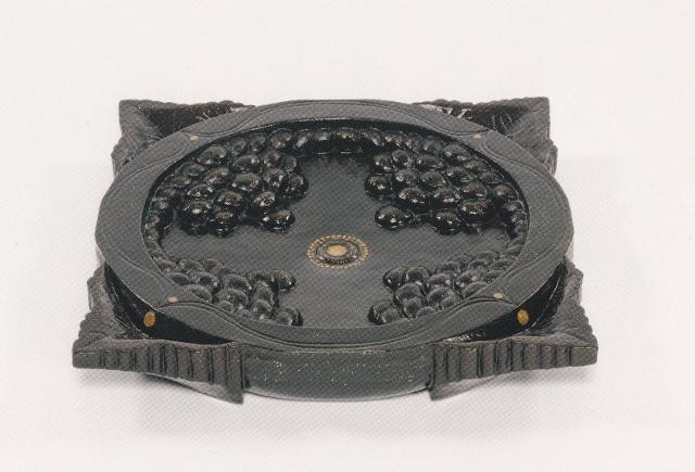 螺鈿平文葡萄文手刳角鉢