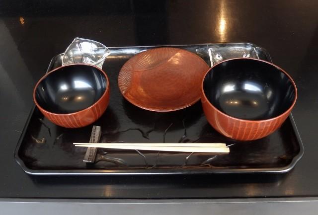 鎌倉彫の器でどうぞ