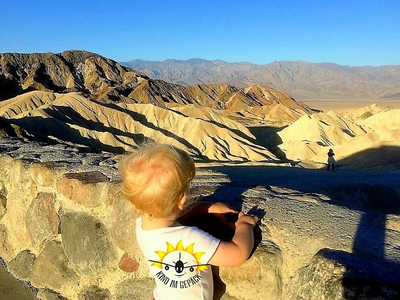 Am frühen Morgen, zum Sonnenaufgang, am Zabriskie Point im Death Valley.