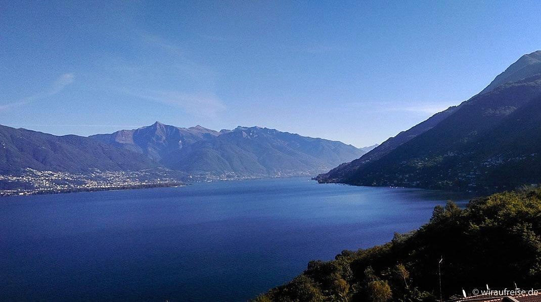 Der Lago Maggiore, eingebettet in eine wundervolle Bergkulisse. @wiraufreise