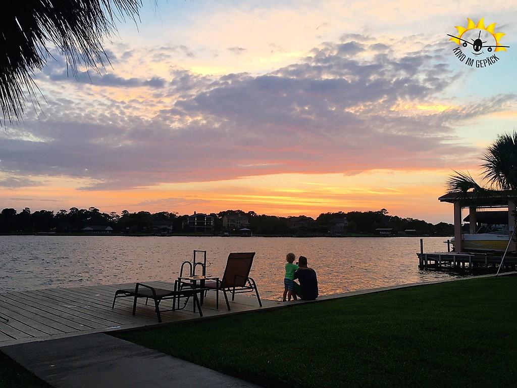 Genialer Sonnenuntergang in ruhiger AirBnB-Unterkunft am Golf von Mexiko in Texas.