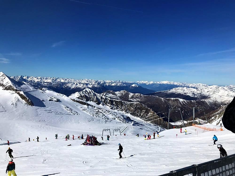 Skifahren für Erwachsene und Kinder am Hintertuxer Gletscher. Ein ganzjähriges Skivergnügen.