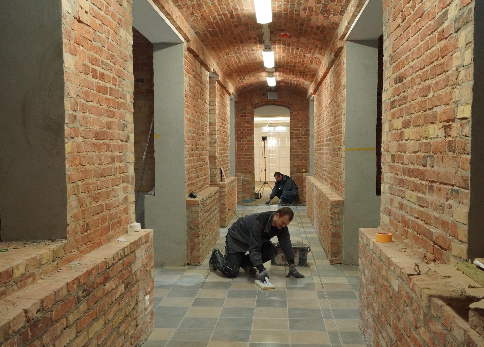 Bei der Sanierung und dem Umbau des Kellers wurden auch Fliesen sorgfältig und originalgetreu ersetzt. © Mitra gGmH