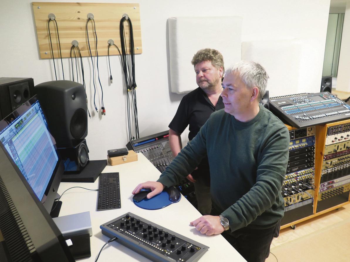 Peer Triebler (v.) und Thomas Glor (h.) managen das kommunale Tonstudio.