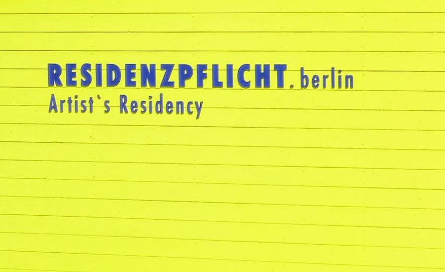 """Fr, 28. Juni, 17 Uhr: Projektpräsentation. Die Künstlerin Andreea Chirica hat im Rahmen des Projekts """"Residenzpflicht"""" einen Monat in einer Flüchtlingsunterkunft gewohnt und gearbeitet. Heute endet ihr Aufenthalt. Ort: Paul-Schwenk-Straße 3-21"""