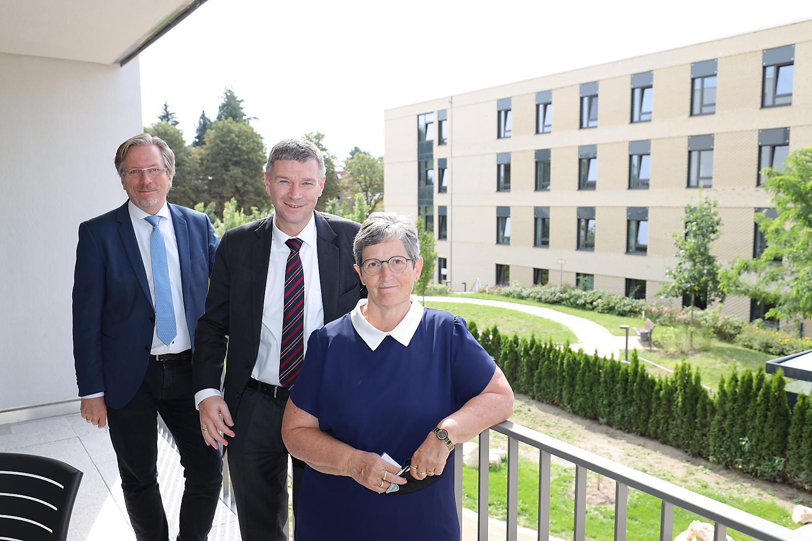 Martin Matz, Dr. Eibo Krahmer und Dagmar Pohle (v. l. n. r.) © Vivantes
