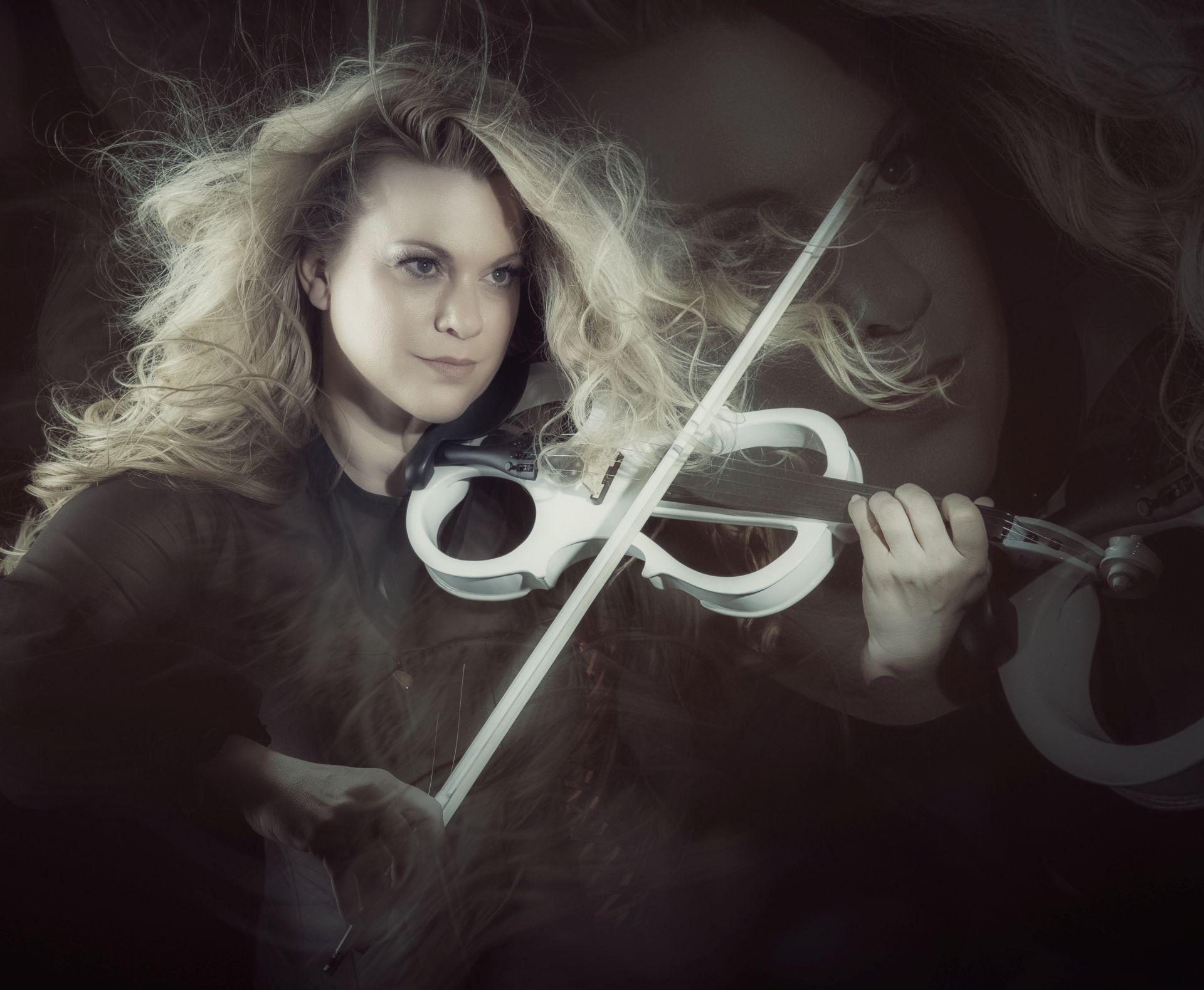 Höhepunkt der Veranstaltung ist das Konzert der virtuosen Geigerin Katrin Wettin. Sie bringt ihr eigenes Orchester, The Classic Sounds, mit. © Promo
