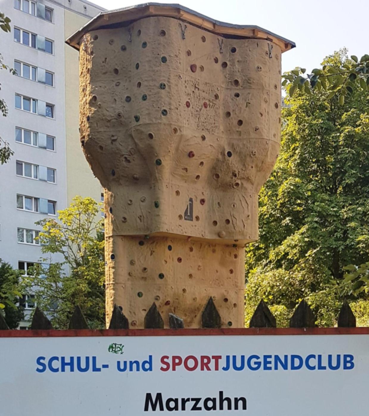 "Tipp 2: Fr, 13.9., 16 Uhr: ""25 Jahre Sporti"". Klettern, Graffiti, Grillstation, Cocktailbar, Fußball-Billard, Kinderschminken uvm. | © GSJ gGmbH"