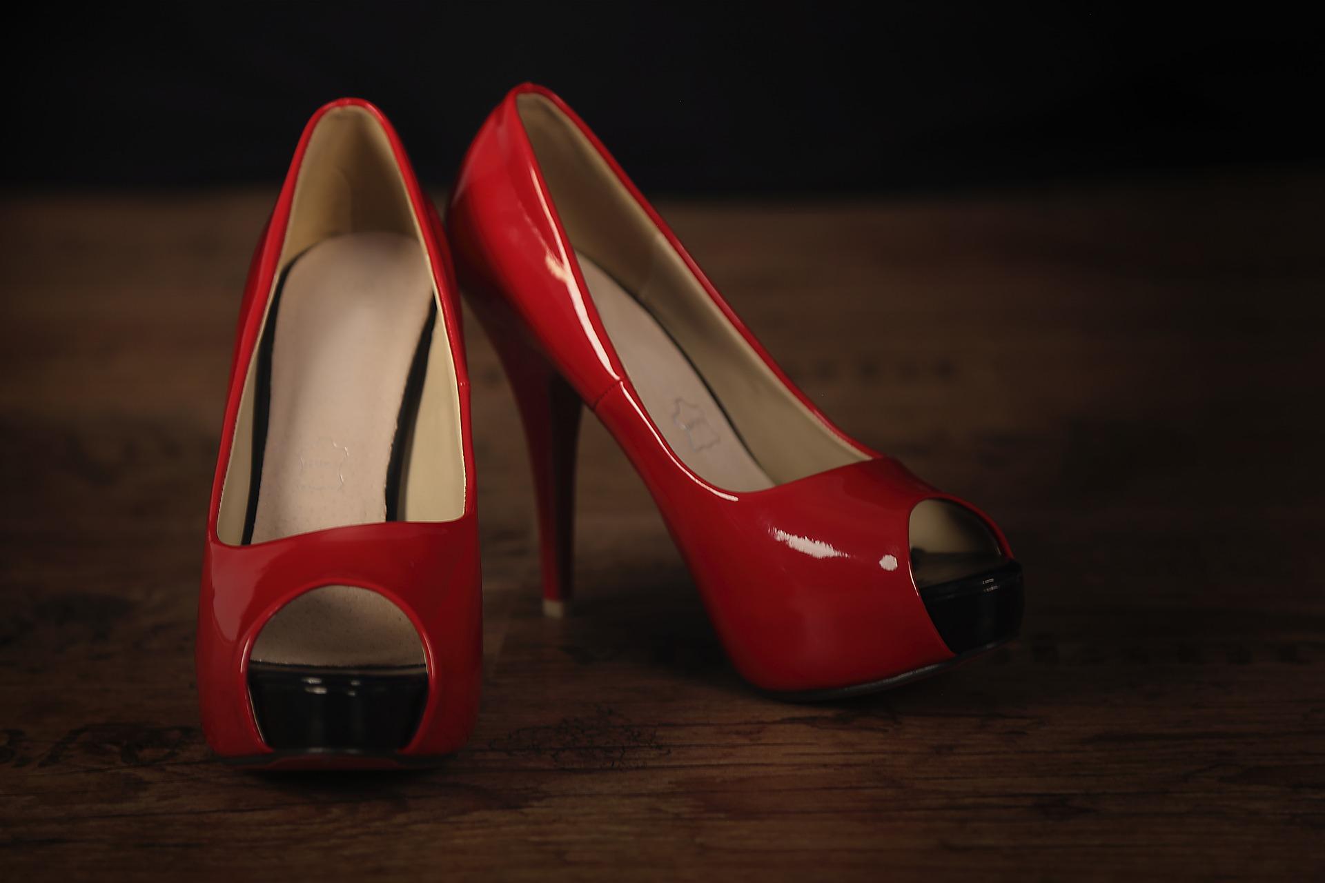 Sa, 7. Dezember, 20 Uhr: Adventsshow der Red Shoe Boys mit Gesang, Tanz und Verwandlung im Freizeitforum Marzahn | © Uwe Kern, Pixabay