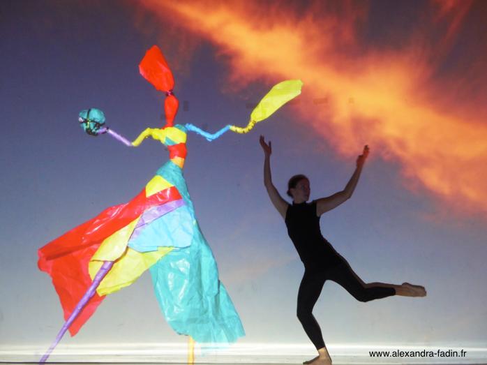 """Rencontre entre la danse et la sculpture, le créateur et sa créature (extrait du spectacle """"Danser la Matière, Sculpter le Temps). Copyright (c) Alexandra Fadin danse, sculpture et photographie, tous droits réservés"""