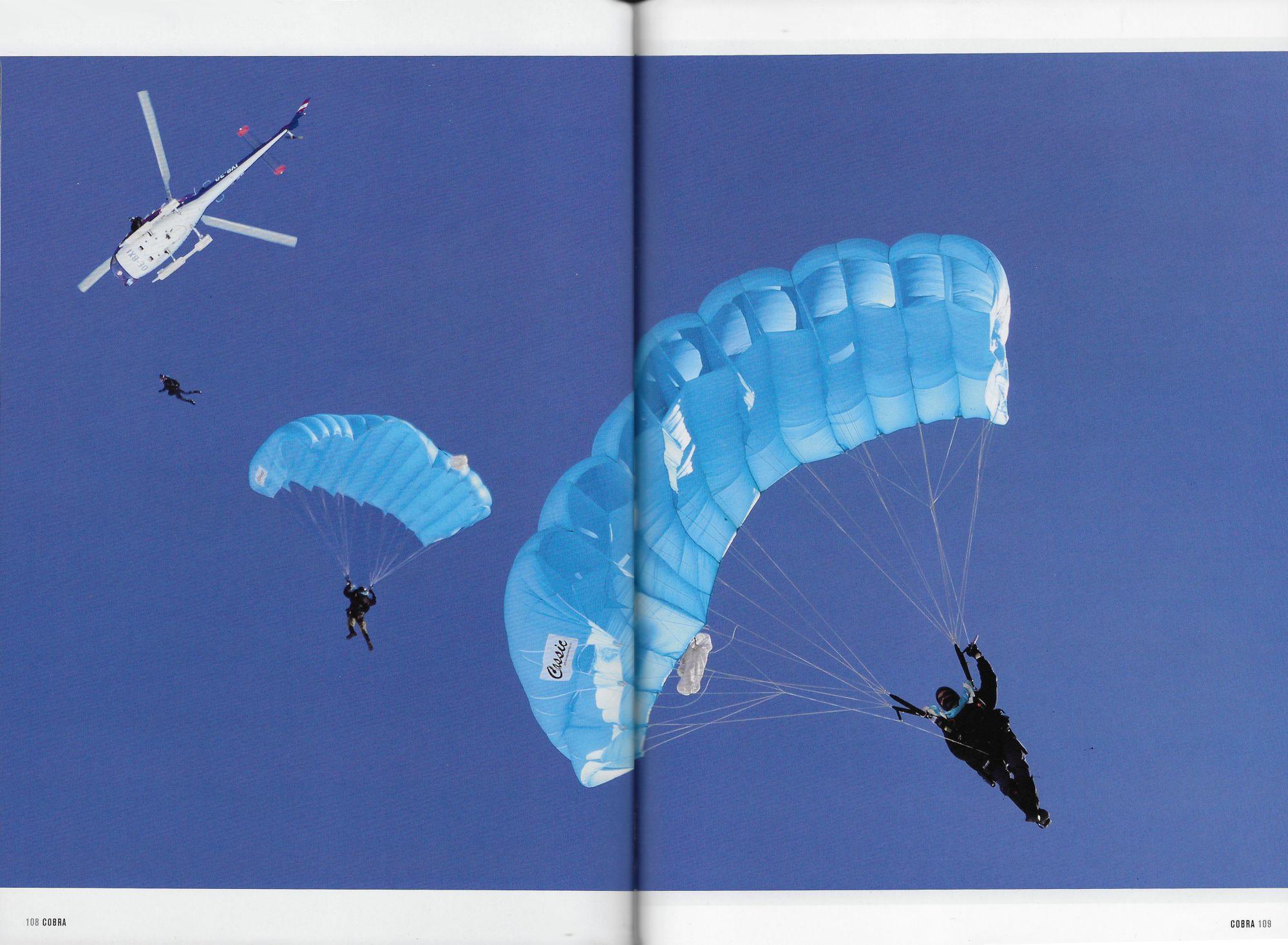 Beitrag Seite 108/109 © Stefanie Grüssl: Fallschirmspringerübung
