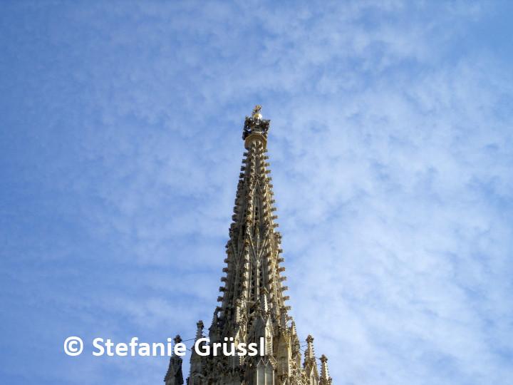 06 Turmspitze in den Himmel ragend