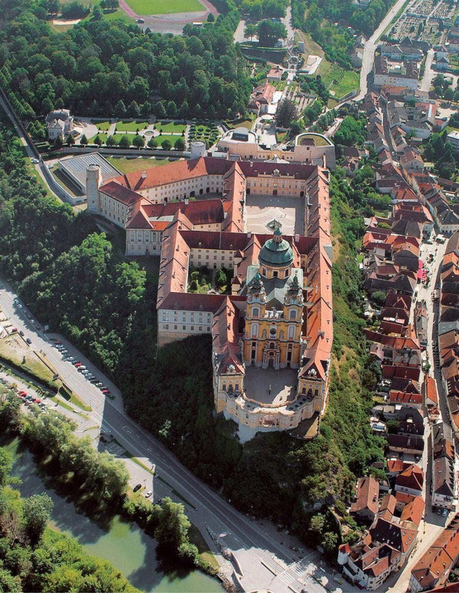 Benediktinerstift Melk, Luftbild © Stefanie Grüssl