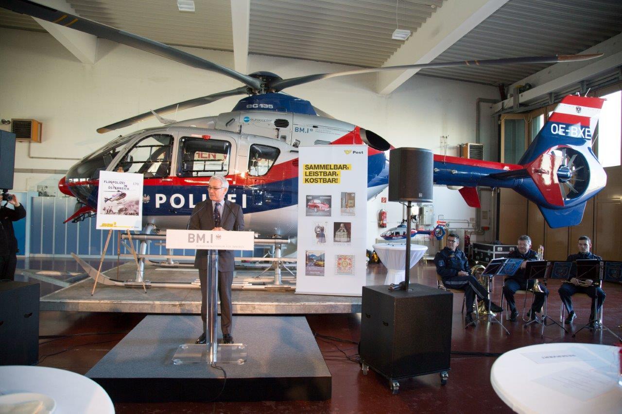 Ansprachen im Hangar, Foto: M.Dietrich/BMI