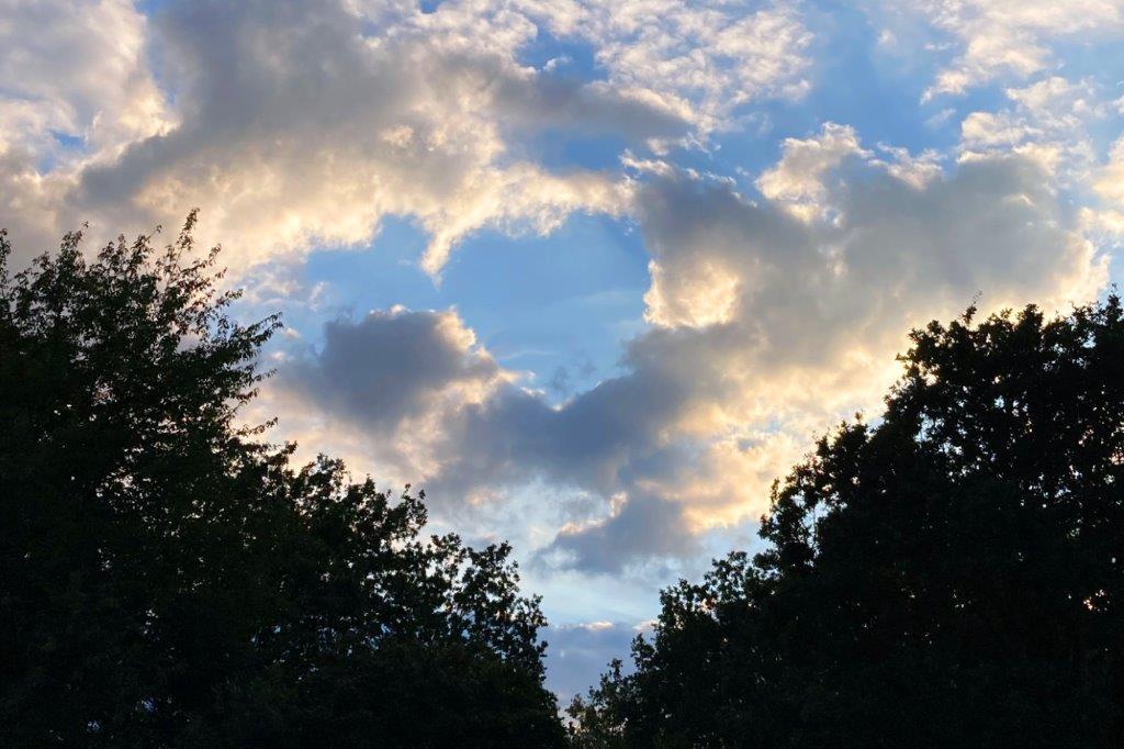 Herziges Abendversprechen des Wetters.