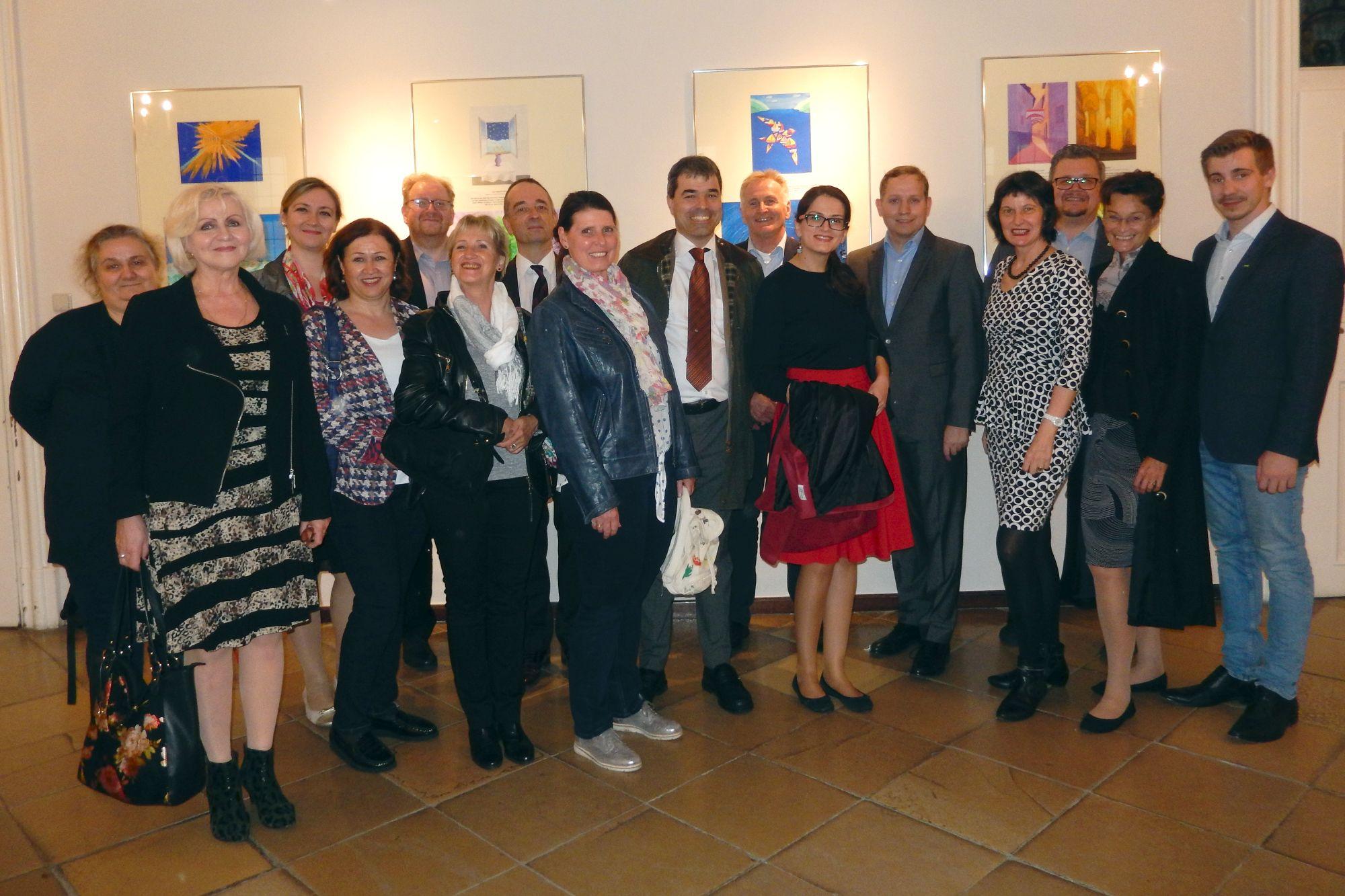 """Ministerieller Besuch der Ausstellung """"Lichtmalerei"""" in der Dompfarre"""