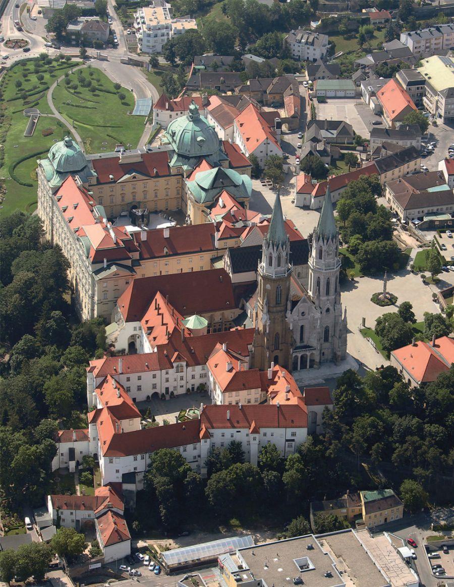 Augustiner-Chorherrenstift Klosterneuburg, Luftbild © Stefanie Grüssl