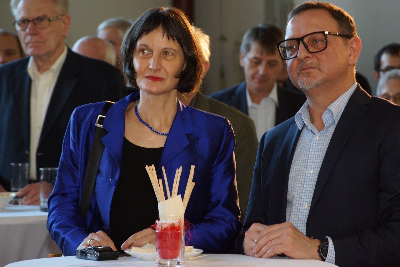 Die Gestalter der Sondermarke: Stefanie Grüssl und Robert Sabolovic, Foto:T.Mannsbart