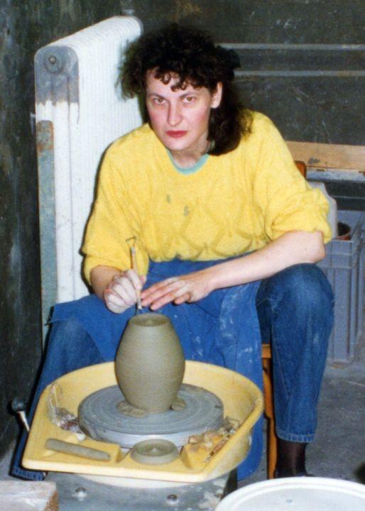 Töpferin (für die Rekonstruktion eines historischen Gefäßes), 1996