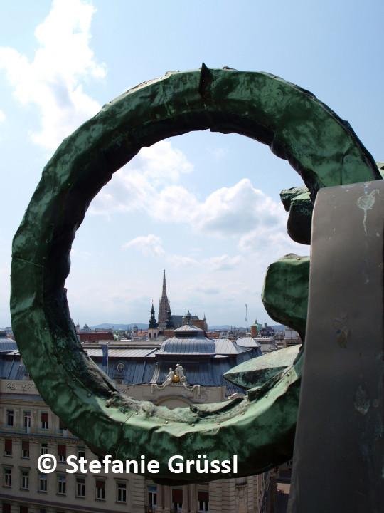 """21 """"Bekränzt"""" - Blick vom Dach des Regierungsgebäudes Stubenring"""