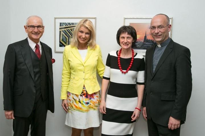 Gerald Grüssl, Elisabeth Vogel, Stefanie Grüssl, Dompfarrer Toni Faber