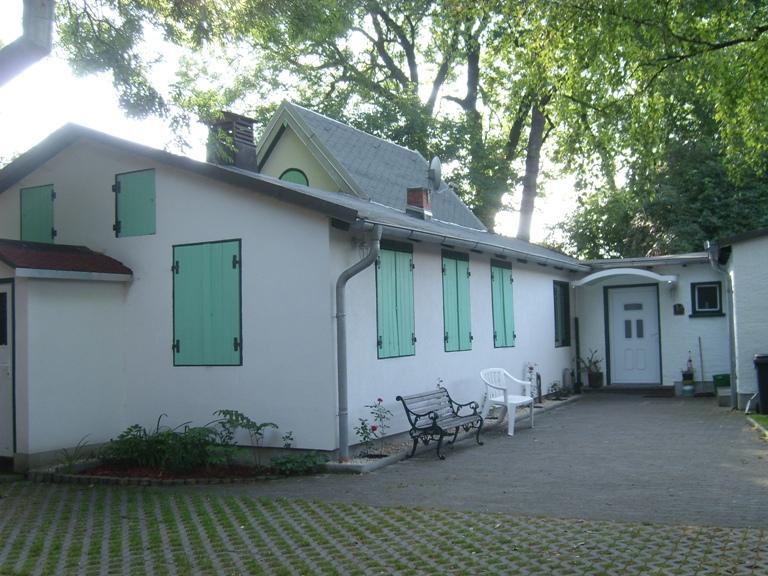 Vereinsheim mit Hof