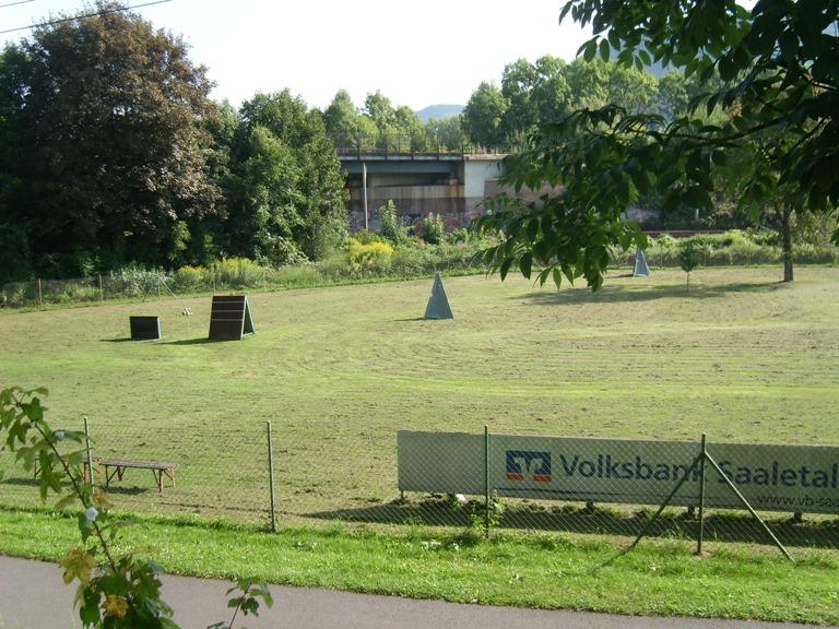 unser großer Ausbildungsplatz hat nahezu die Größe eines Fußballplatzes