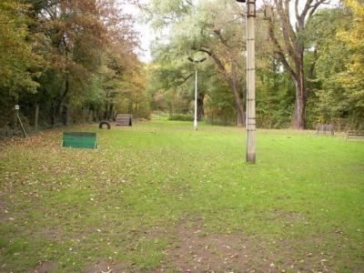 unser kleiner Ausbildungsplatz wird für die Kurse, als Ausweichplatz sowie im Sommer zum Parken genutzt