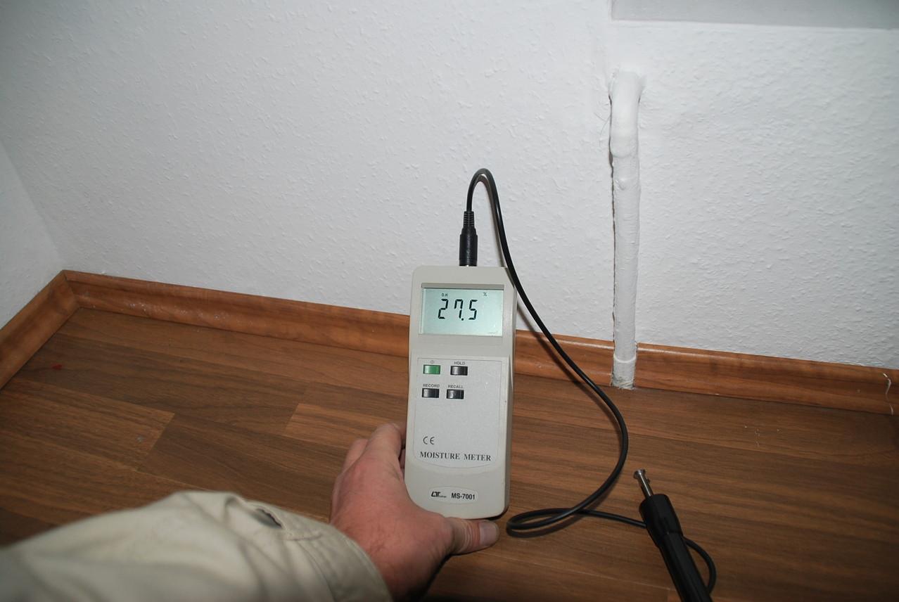 Der Hausprüfer: Mangelhafte Ausführung Perimeterdämmung, Folge: feuchte Wohnung