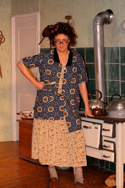 In dieser Küche habe ich das Komando - Birgitta Below als Dora Piening