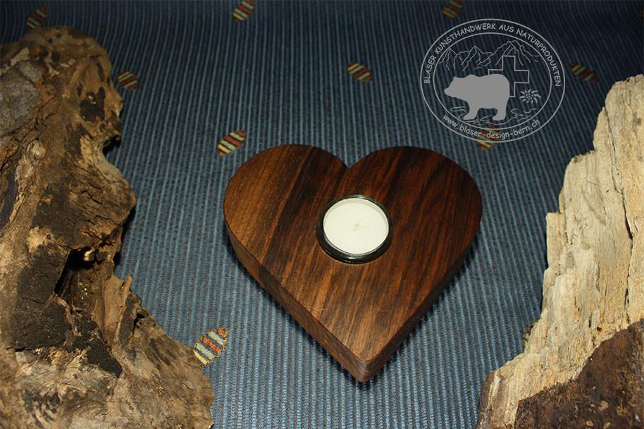 Herzkerzenständer aus Holz | Handwerk aus Bern | Holzkunsthandwerk | Kunst aus der wunderbaren Schweizer Natur | nützliche Geschenkideen für grosse Freude und einem Lachen auf den Lippen | Blaser-Design