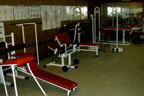 """2008 - der """"obere"""" Raum als Fitnessstudio, vorher war der Raum mit Matten für das Jujutsu-Training bestimmt"""