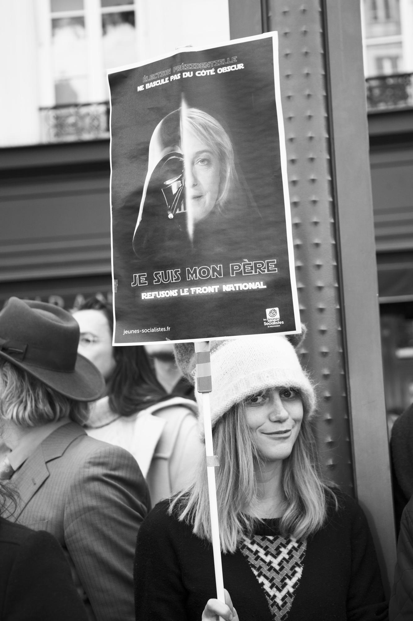 """""""I'm your father"""" - Rassemblement du 1er mai. Boulevard du Temple, Paris (2017). © Clémence Rougetet"""