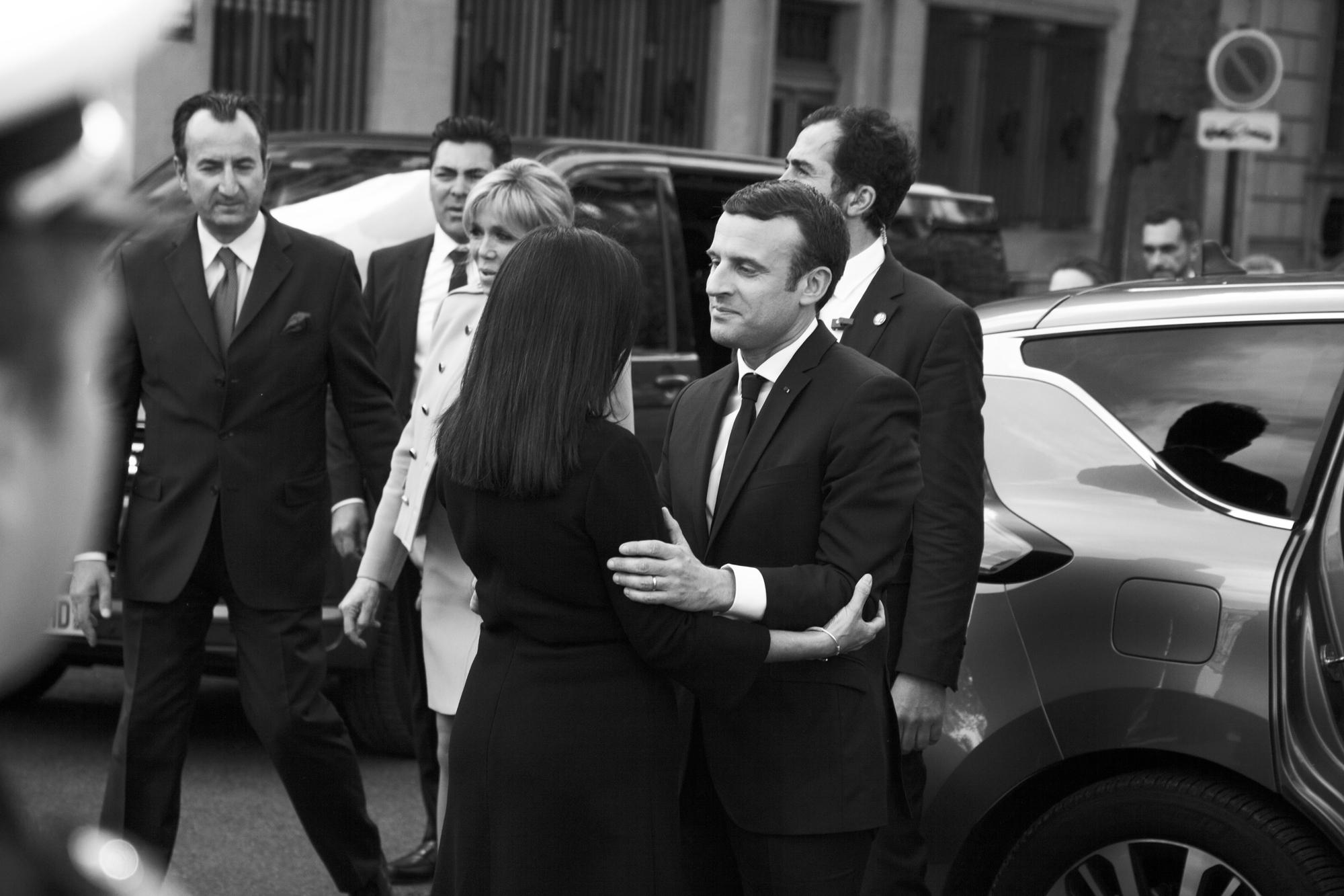 """""""Macron & Hidalgo"""" - Investiture d'Emmanuel Macron, rencontre avec la maire de Paris, Anne Hidalgo. Parvis de l'Hôtel de Ville, Paris (2017). © Clémence Rougetet"""