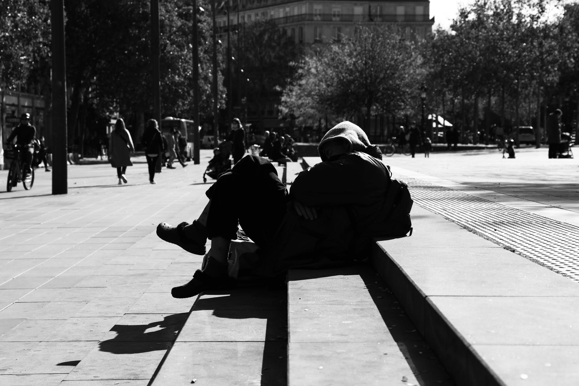 """""""Take the sun"""" - Place de la République, Paris (2020). © Clémence Rougetet"""