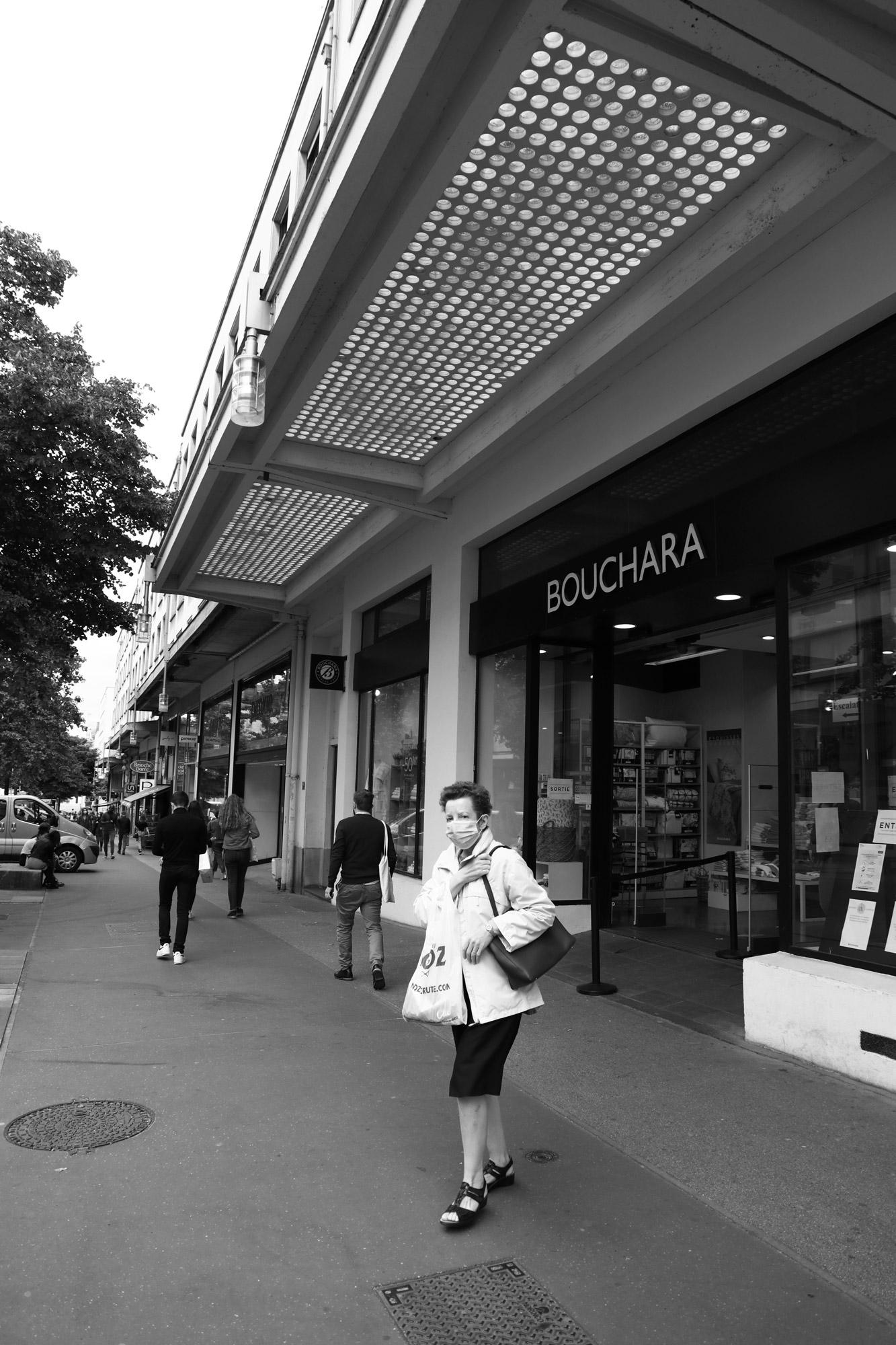 """Masked shopping"" - Rue du Calvaire, Nantes. ©Clémence Rougetet"