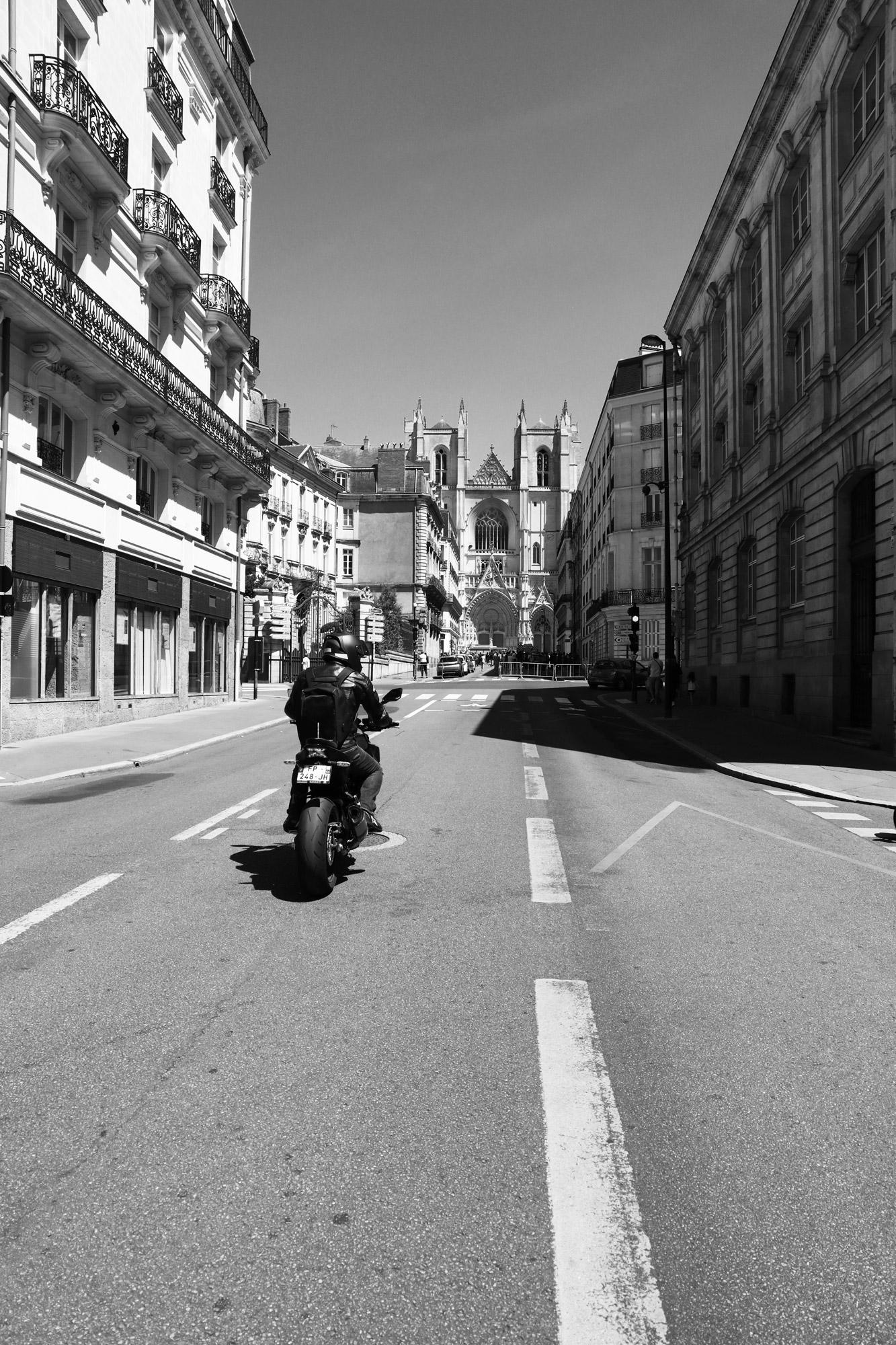 """""""Spiritual road"""" - Rue de l'Hôtel de Ville, Nantes. ©Clémence Rougetet"""