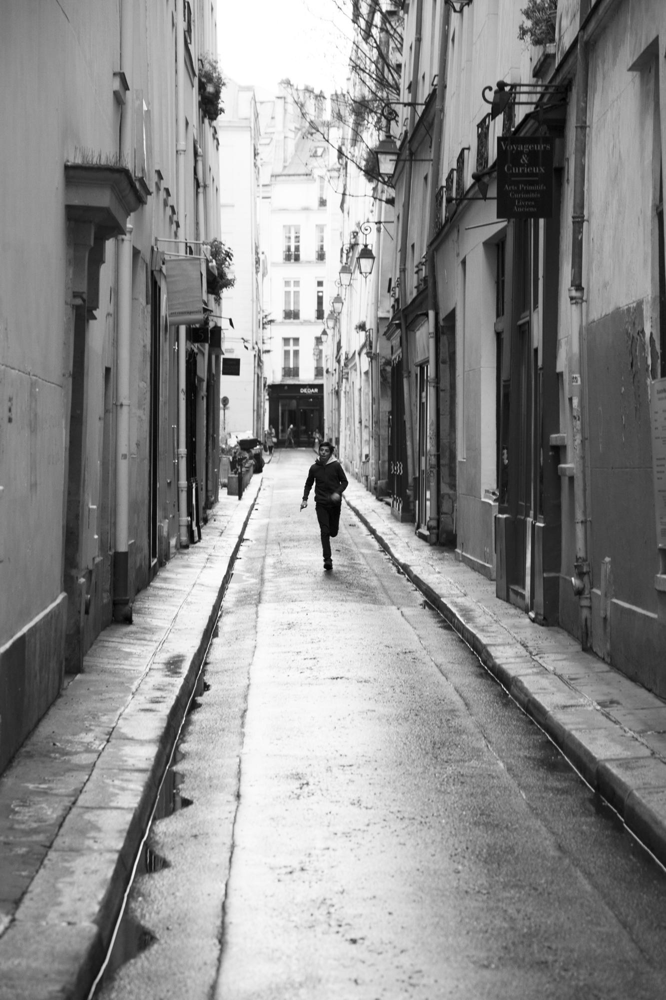 """Run and run again"" - Rue Visconti, Paris (2018). © Clémence Rougetet"